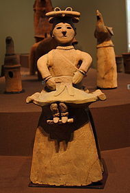 襷を掛けている巫女の人物埴輪。.JPG