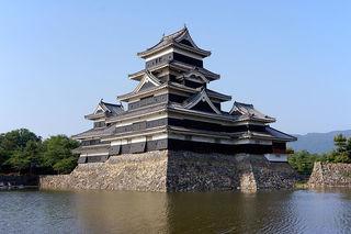 800px-130608_Matsumoto_Castle_Matsumoto_Nagano_pref_Japan02bs4.jpg