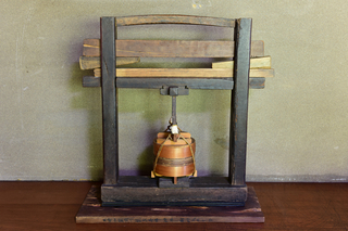 かつて使用していた釣瓶鮨の圧力器.jpg