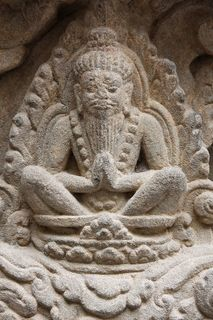 寺院のリシのレリーフ.jpg