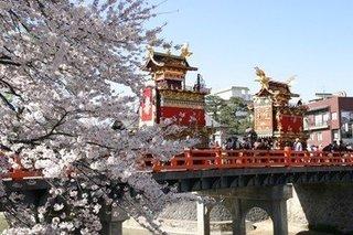 春の高山祭.jpg