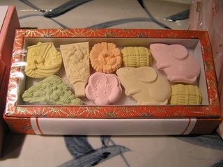 砂糖を主原料とした干菓子。.jpg