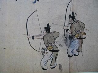 鞆を着用した射手。『年中行事絵巻』より.jpg